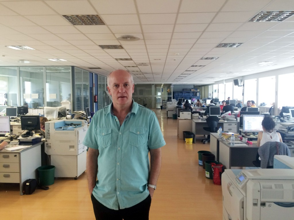 Martelxo Otamendi, whose torture by Spanish police was documented by the UN rapporteur on torture, back in the offices of Egunkaria which was shuttered by the authorities in 2003 and its board arrested. A new Basque language daily, Berria, now operates from the offices.